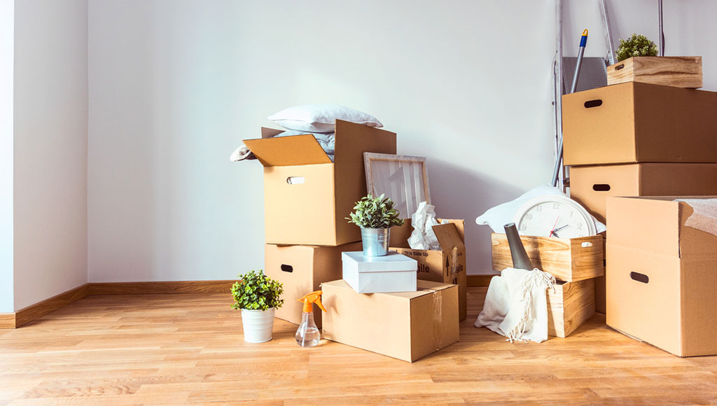 cajas llenas de objetos no deseados tras el ritual del Osoji