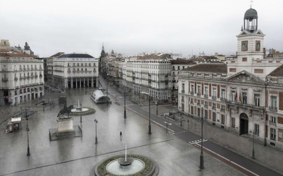 Puerta del Sol desierta por Ignacio Pereira